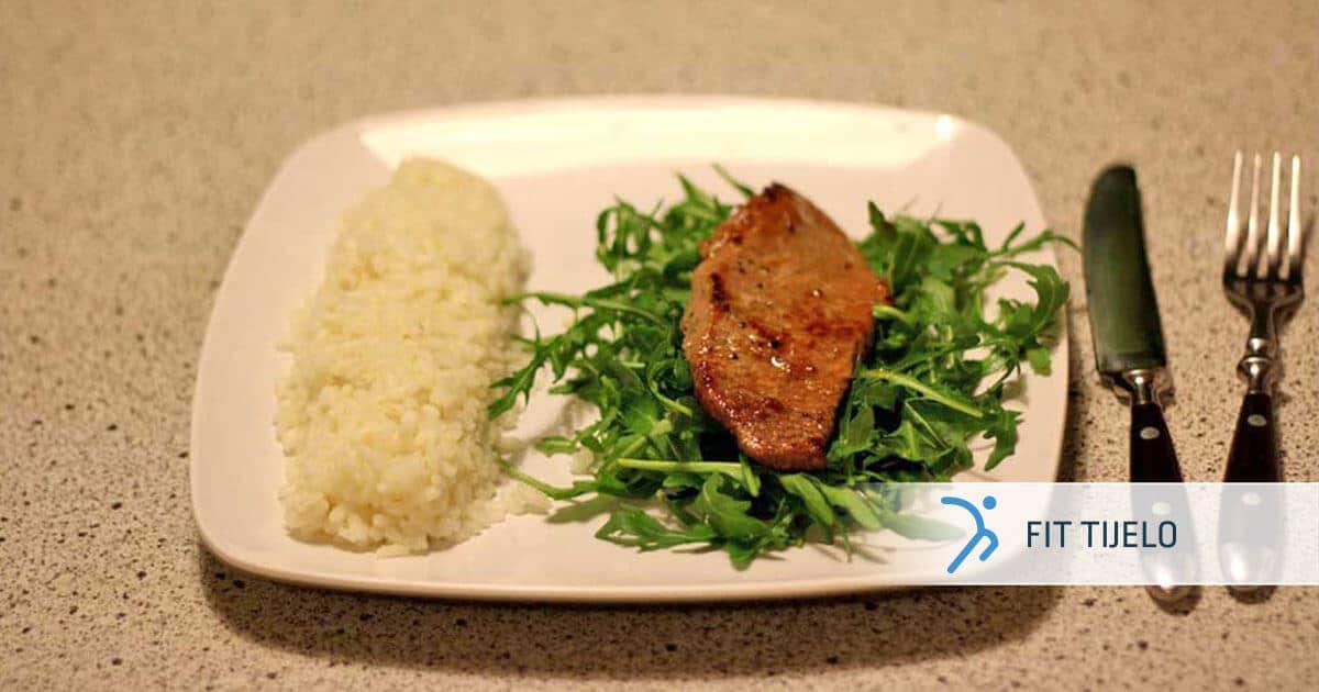 FT-recepti-steak-na-posteljici-od-rikule-s-parenom-rizom
