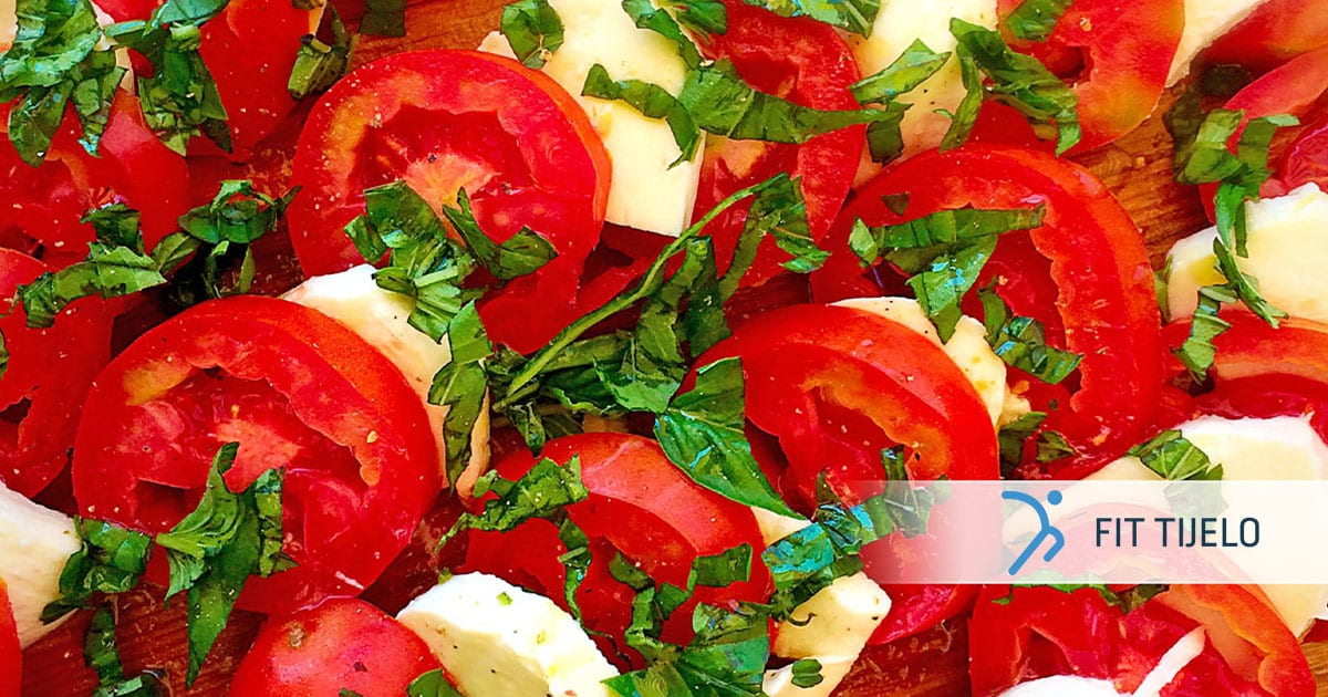 Sredozemna salata s cherry rajčicom i mozzarellom