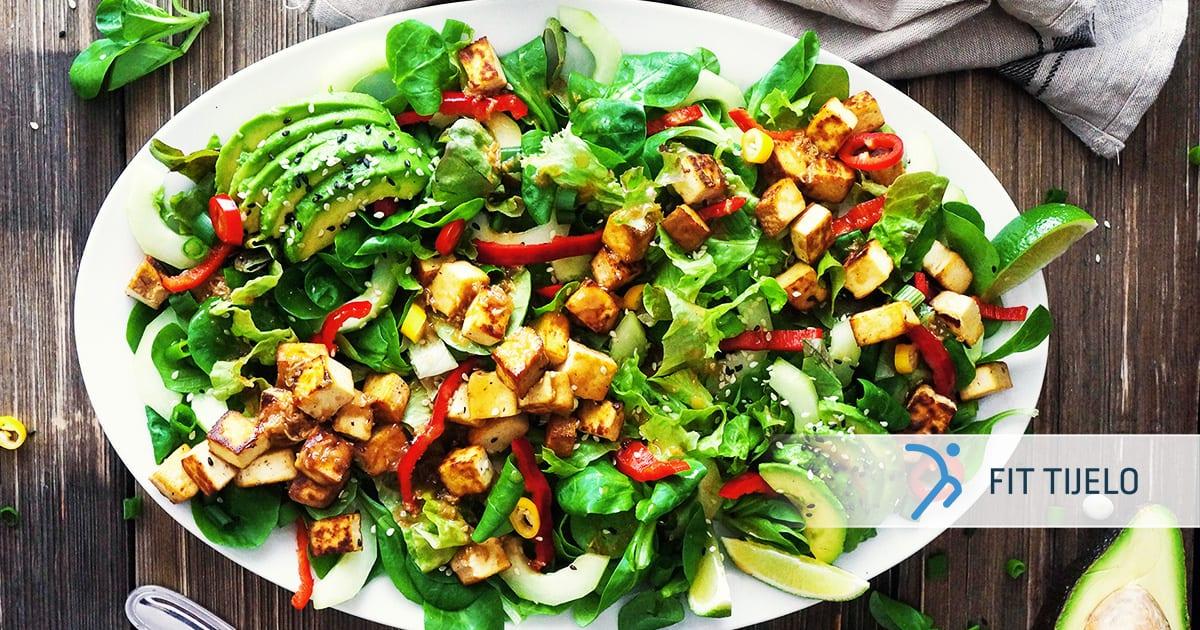 Salata s pečenim tofuom