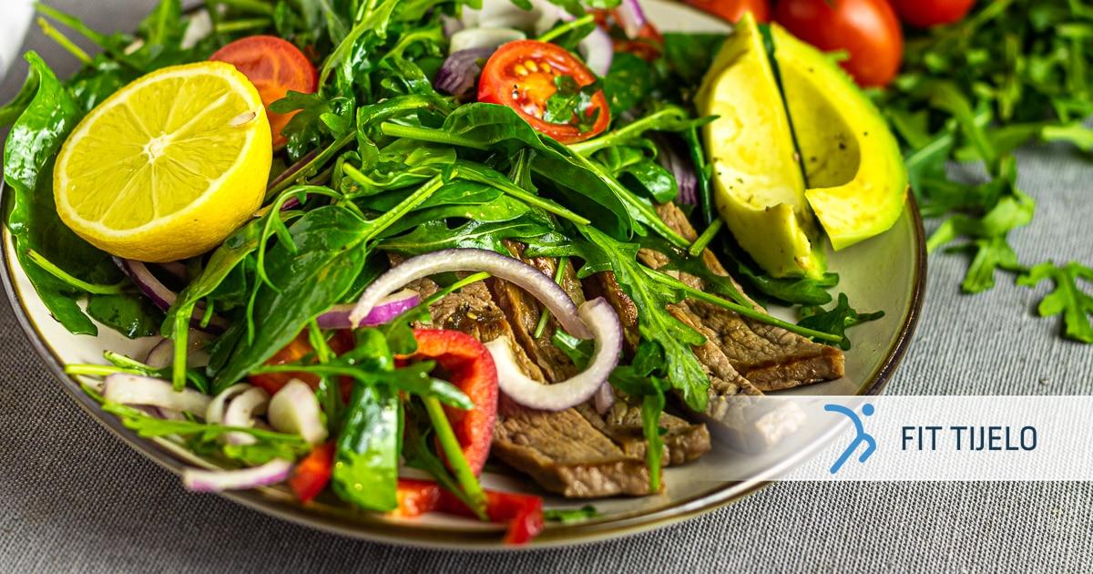 Salata s avokadom i goveđim trakicama